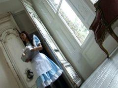 Zwei Dienstmädchen lecken sich